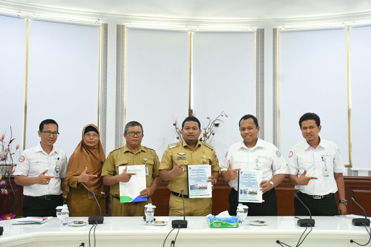Walikota Tanjungbalai H M Syahrial bersama Kepala BPJS Kesehatan Cabang Tanjungbalai dr Ario Trisaksono saat mencanangkan Program Cinta Kesehatan di Aula II Kantor Walikota Tanjungbalai, baru-baru ini.