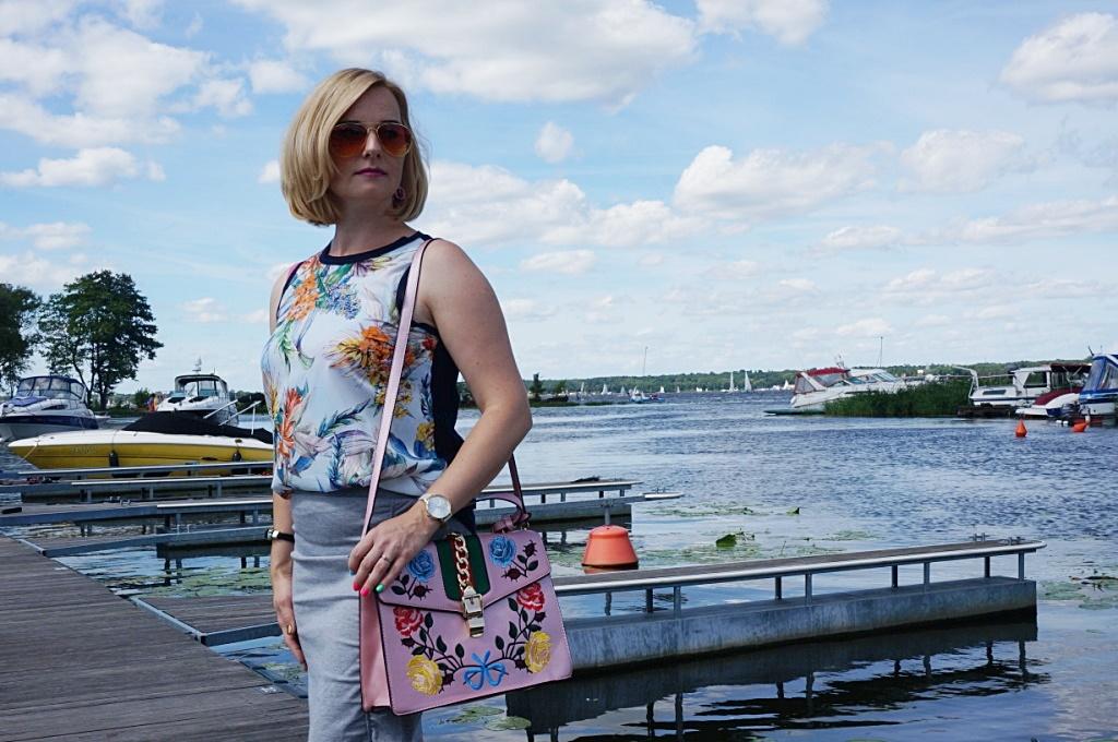Brytyjka.pl torebka kuferek z haftami moda damska galanteria
