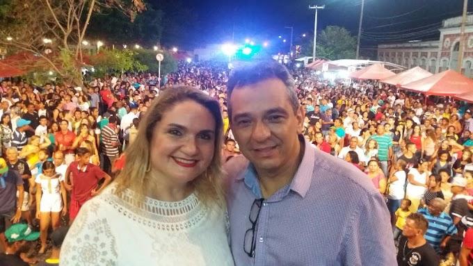 CAXIAS: Secretário de Indústria e Comércio João Antônio Queiroz e esposa prestigiam Reveillon da Pantheon