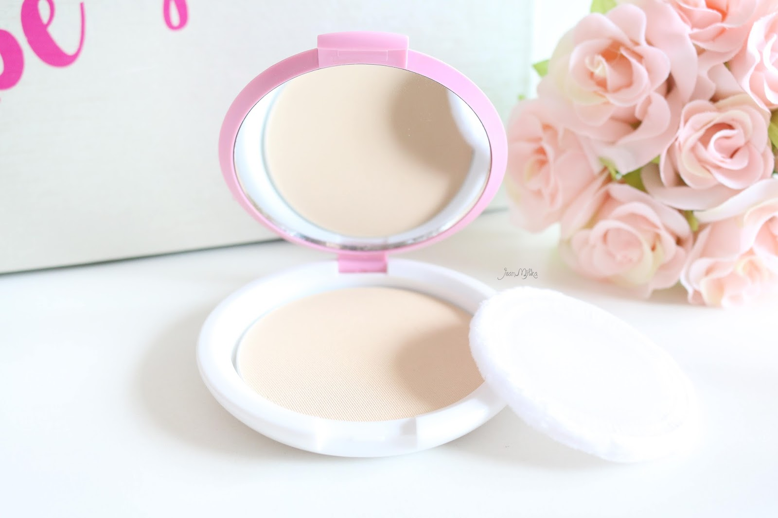 review, marina, marina smooth and glow, bb cream, two way cake, powdery foundation, compact powder, drugstore, makeup, makeup murah, smooth and glow uv, saatnya bersinar, compact powder, marina compact powder