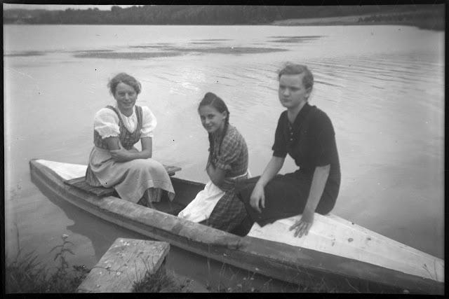 Drei Frauen mit einem Faltboot/Kajak am Inn - Gars am Inn - 1930-1950