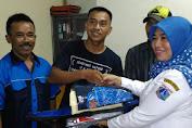 Suharti Berikan Alat Sarana dan Prasarana Untuk Karang Taruna