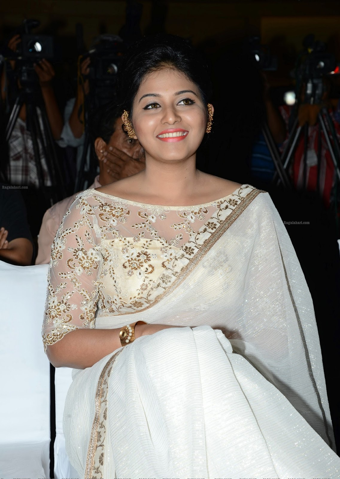 Beauty Galore Hd  Tamil Actress Anjali Sexy Pose In White -9195