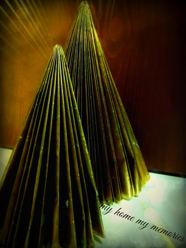 christmas-trees-made-by-magazines