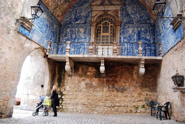 porte de la ville avec ses beaux azulejos Obidos