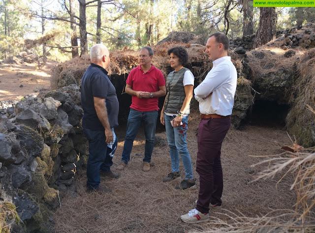 El Cabildo y el Ayuntamiento de El Paso apuestan por continuar recuperando el poblado de cabañas del Lomo de Las Casas