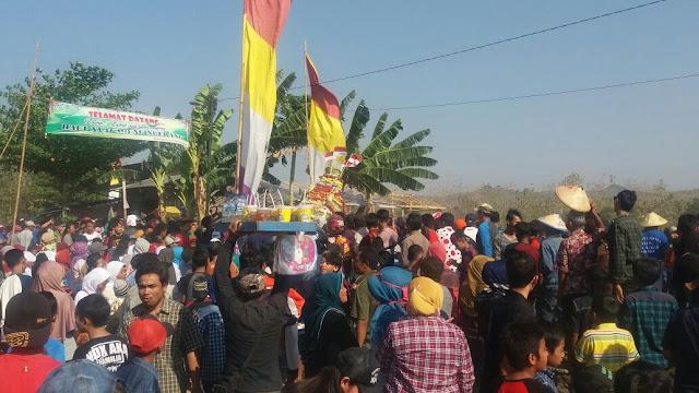 Ribuan Warga Berebut Gunungan Dalam Haul Nyi Ageng Ngerang Tambakromo