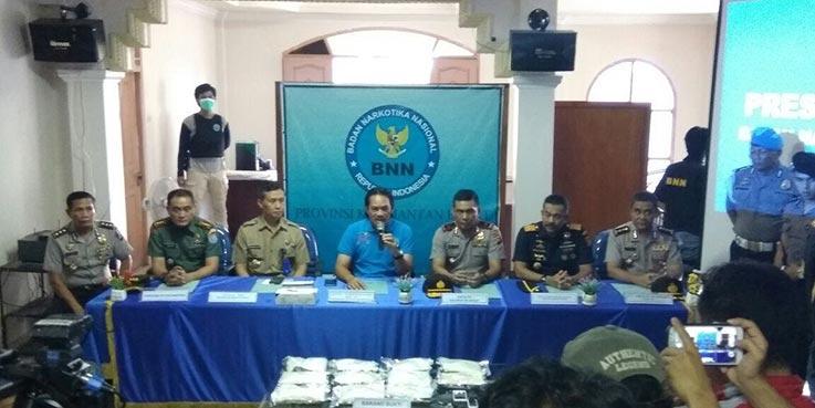 Konferensi pers terkait penggagalan upaya penyelundupan narkotika.