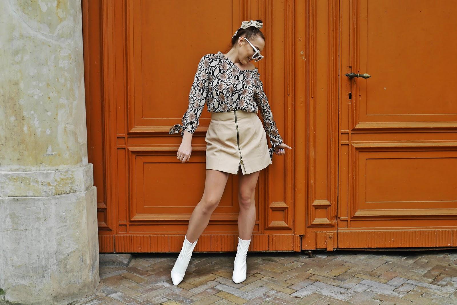 białe skarpetkowe botki renee beżowa spódnica zara top w panterkę shein karyn blog modowy