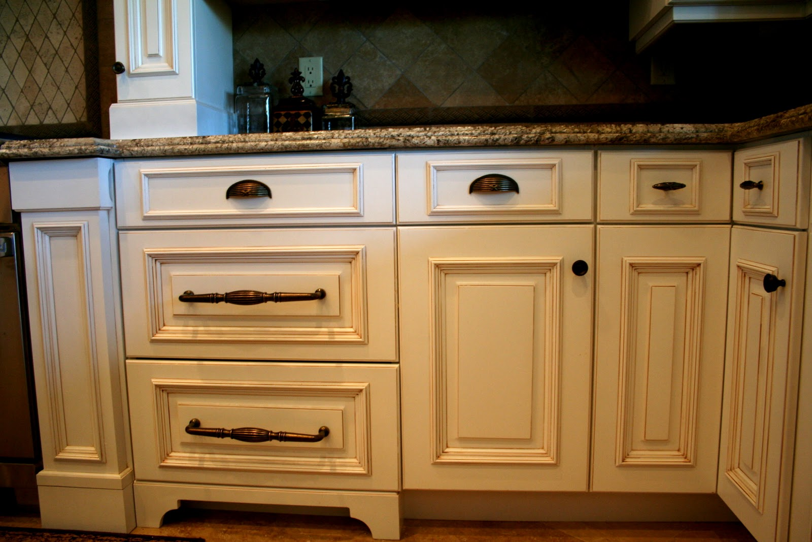 Kitchen Cabinets Knobs Or Pulls Design Dump Mixing Hardware In The Kitchen