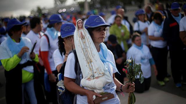 El papa Francisco visita Portugal para conmemorar el centenario la aparición de la Virgen de Fátima