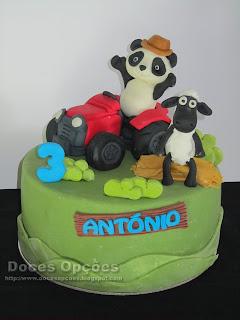 A Ovelha Choné e o Panda foram de trator ao aniversário do António