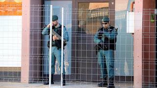 """Sobre uno de ellos pesa la acusación de rebelión y terrorismo y los otros seis por """"desórdenes públicos"""" en la investidura fallida de Puigdemont"""