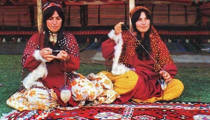 Szőnyegkészítő nomádok - Forrás: tarihvearkeoloji.blogspot.com.tr