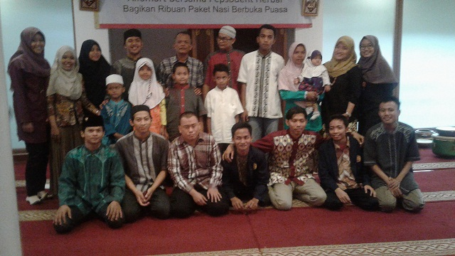 Tutup Ramadhan, Mahasiswa STAI Al-Hamidiyah Hibur Anak Yatim