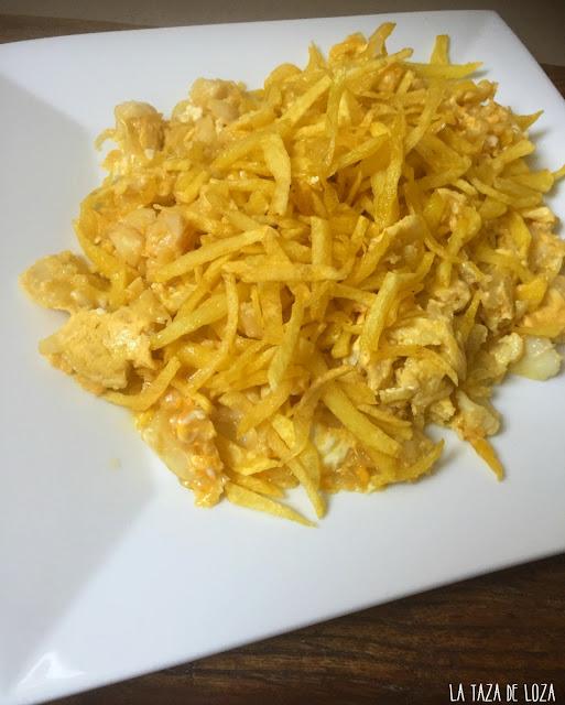 Bacalao-dorado-con-patatas-fritas-huevos-y-cebolla