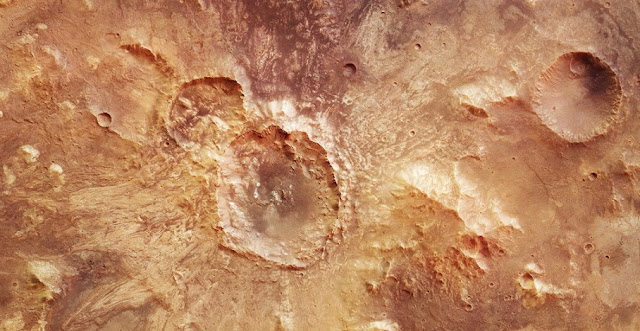 Water-rich impact crater on Mars. Credit: ESA/DLR/FU Berlin, CC BY-SA 3.0 IGO