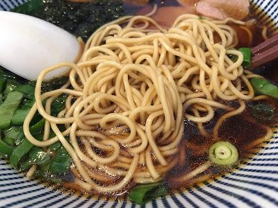 三軒茶屋にあるsirusi(しるし)の魚介そばの細麺