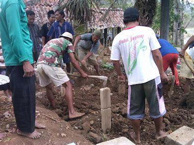 Pemakaman Mbah Parsiem 34