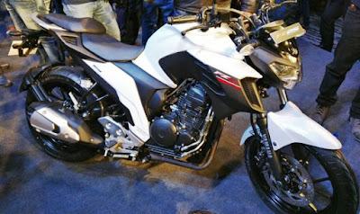 2017 Yamaha FZ25 White Images