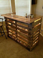 mini bar DIY con pallets de madera