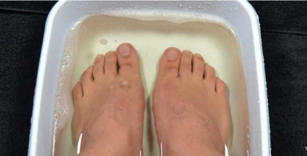 She Soaked Her Feet In Vinegar For 10 Minutes! The Reason?
