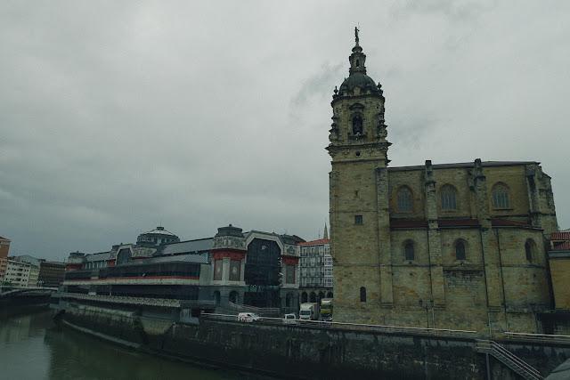 リベラ市場(Mercado de la Ribera)とサン・アントン教会(Iglesia de San Antón)