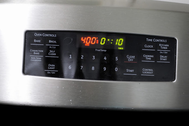 The 400 degree oven with a 10 minute timer set.
