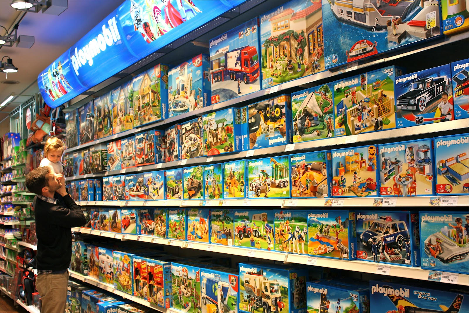 Playmobil Küche Toys R Us Making Room Our Life In Sicily Toy Store In Geneva