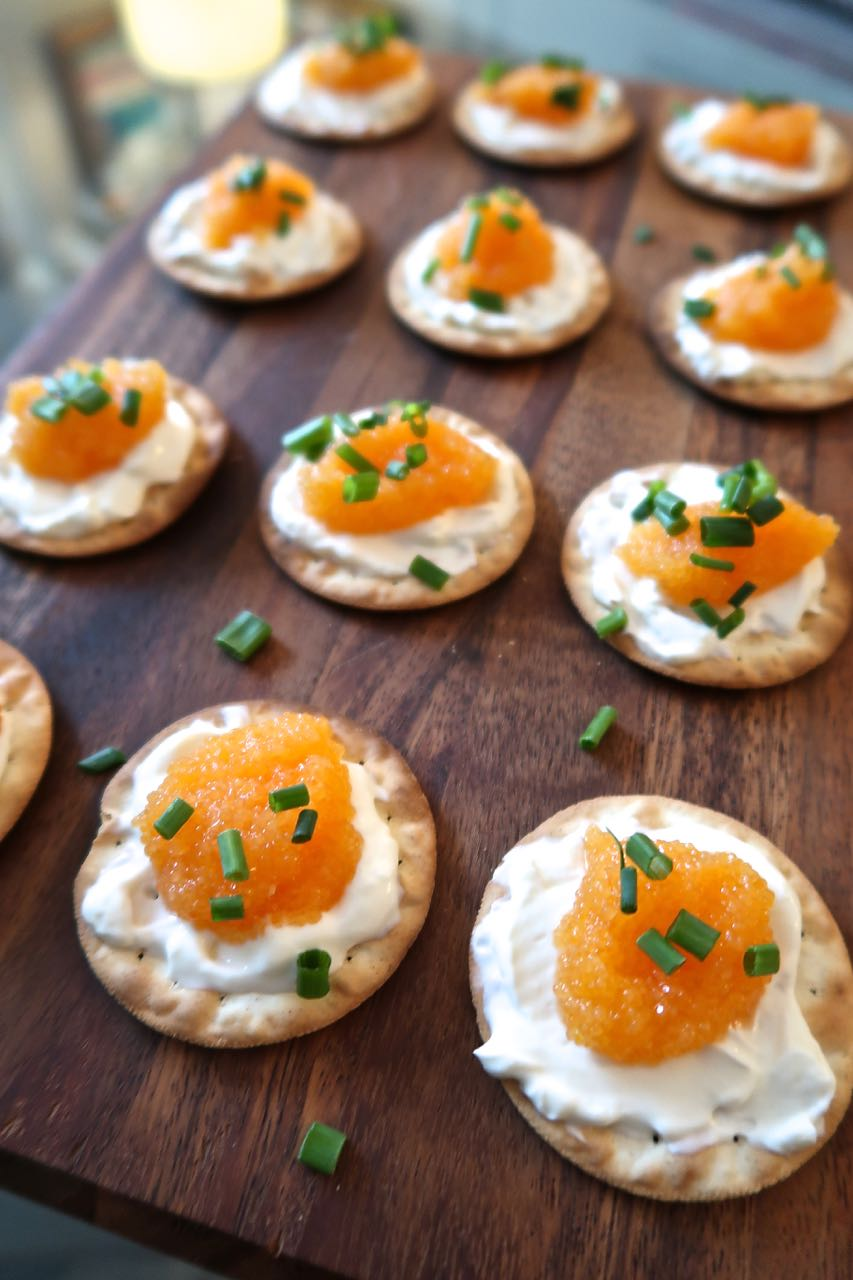 Scrumpdillyicious whitefish caviar canap s with sour for Canape cocktail spoons