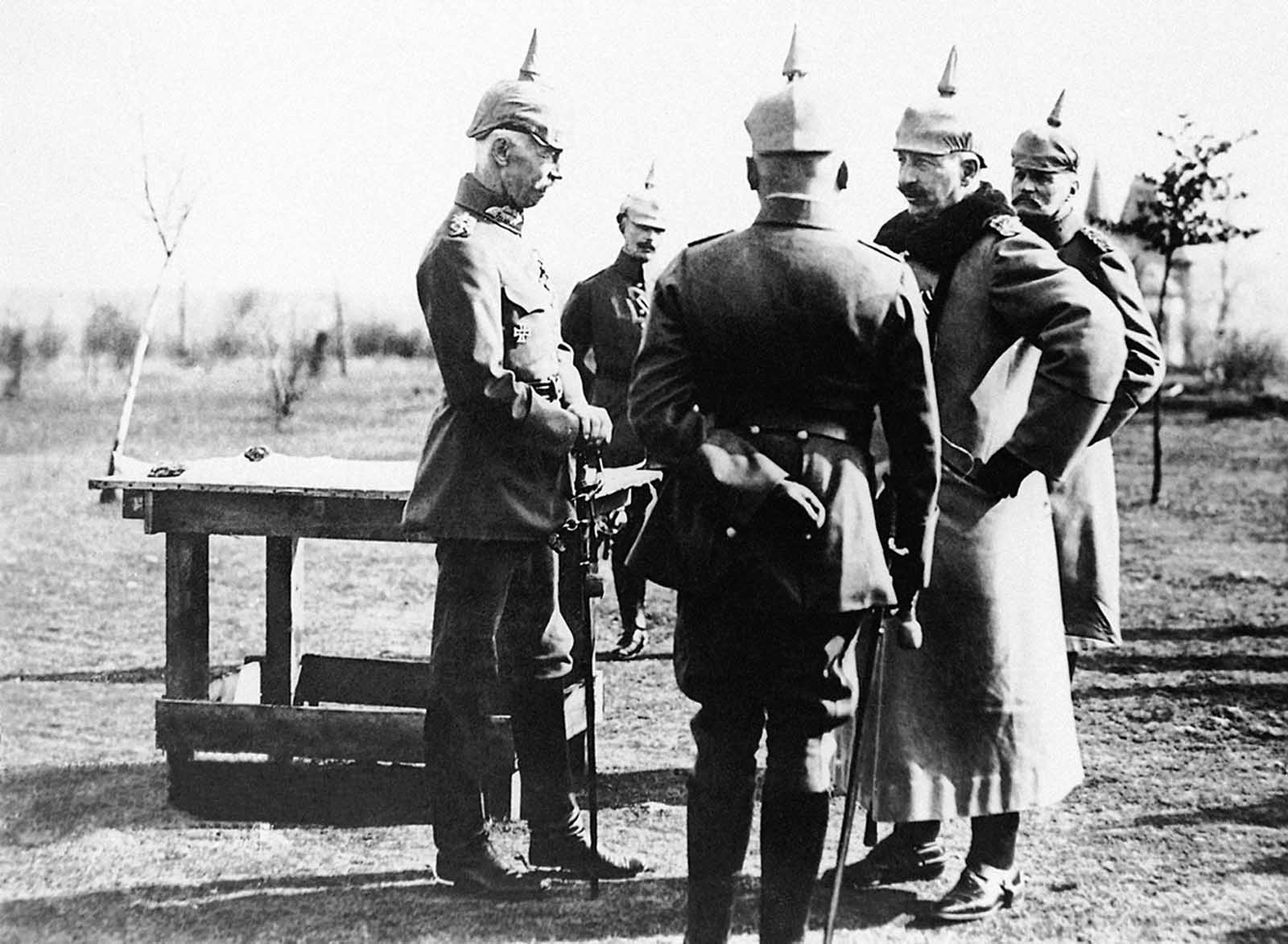 German officers in a discussion on the Western Front. (The man 2nd from right, in fur collar is possibly Kaiser Willhelm, the caption does not indicate). The German war plan had been for a swift, decisive victory in France. Little planning had been done for a long-term, slow-moving slog of a battle.