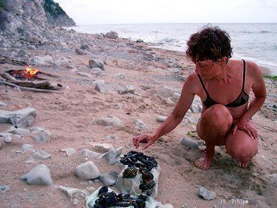 Древний человек питался 'ракушками'-моллюсками на берегу теплого моря и был почти лысым.