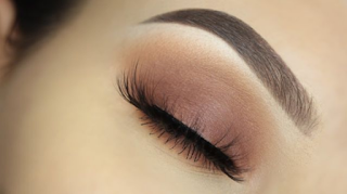 For everyday appearance, use neutral colored eyeliner that matches any outfit