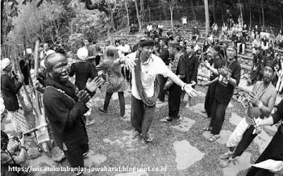 Suasana Panen Raya di Kampung Kuta