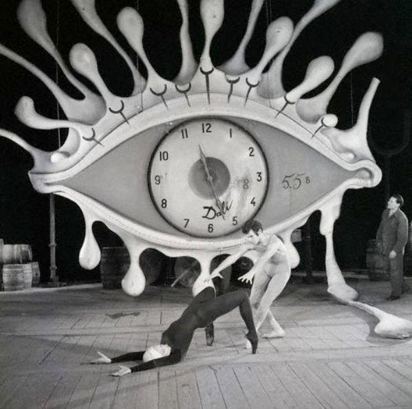 巨大な目のオブジェ?ロブスターの電話?天才ダリの作品の不思議な作品5つ【a】