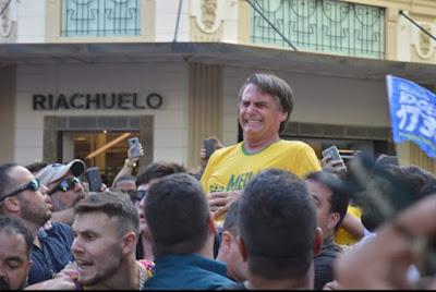 Bolsonaro segundos após o atentado