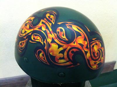 カスタムペイント工程  アウトローヘルメット スピニングリーフの画像
