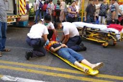 Seorang Wanita tertabrak Van Saat Menyebrang di Tsuen Wan