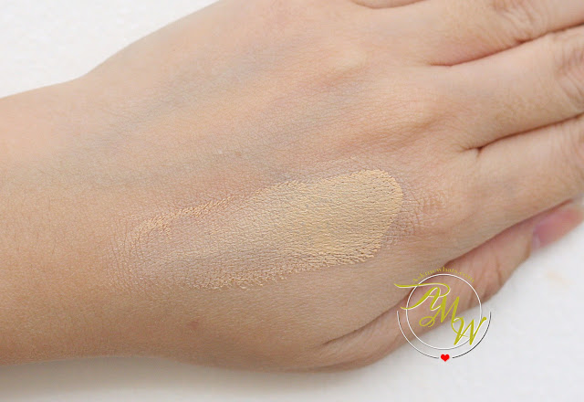 a photo of L'Oreal True Match Genius 4-in-1 Primer Foundation Concealer Powder shade G1 Gold Ivory.