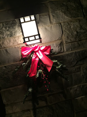 #millsnewhouse, Christmas, front porch decorating