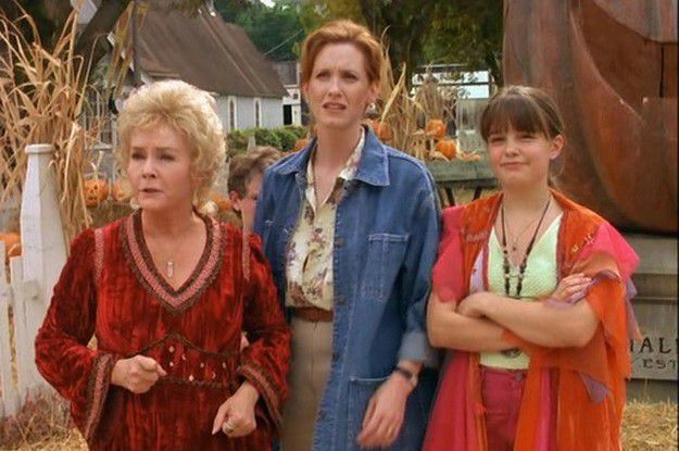 Halloween Film List / Halloweentown 1998 Review / Belle Chaton Blog