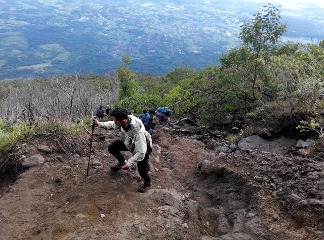 Track Sanggabuana II menuju Pengasinan