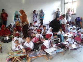 Hari Pertama Masuk Sekolah SD Orang Tua Ikut Sibuk