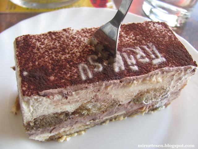 Из Мостара в Подгорицу на автобусе - перерыв на тортик в Требине