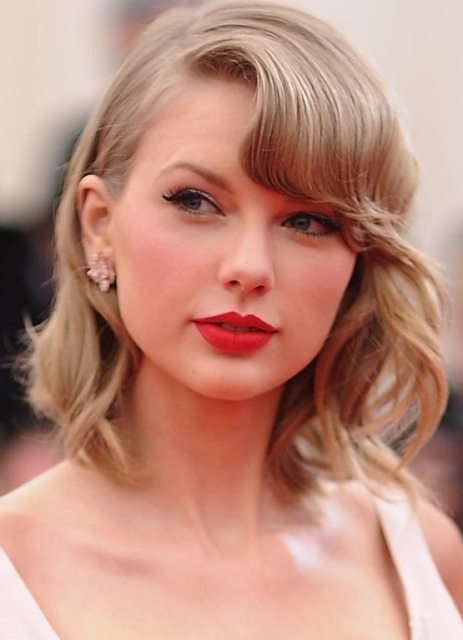 10 Model Rambut Taylor Swift Paling Top dan Inspiratif