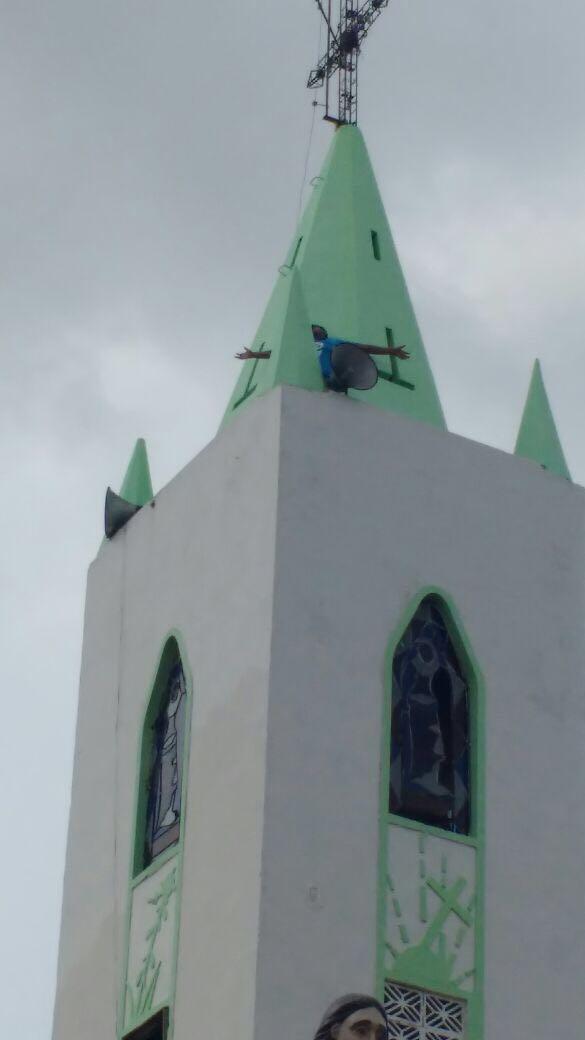 Homem tenta se jogar do alto da Igreja Matriz, no Centro de Chapadinha.