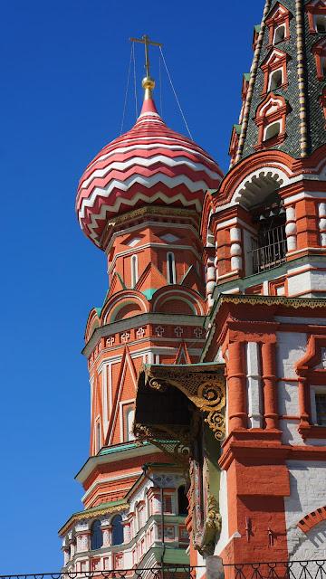 На фото - фрагменты Храма Василия Блаженного