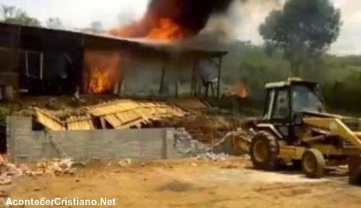 Incendian  iglesia evangélica en México