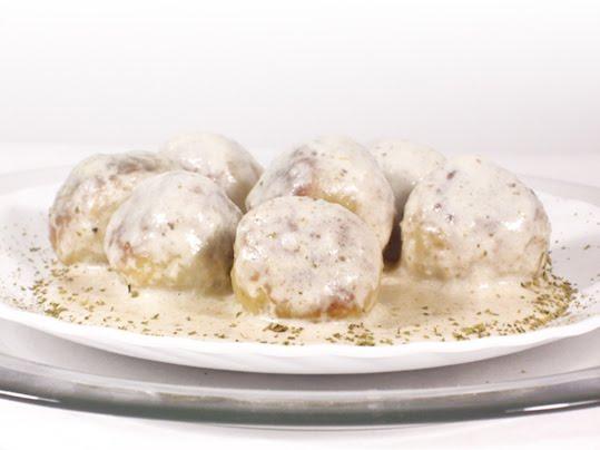 albóndigas de pollo en salsa de orégano