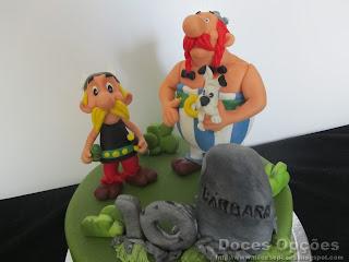 bolo decorado personagens moldadas mão pasta açucar asterix obelix